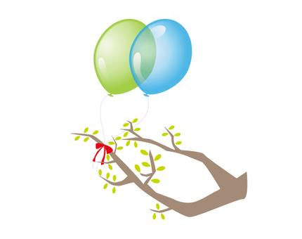 一個氣球夾在樹枝上