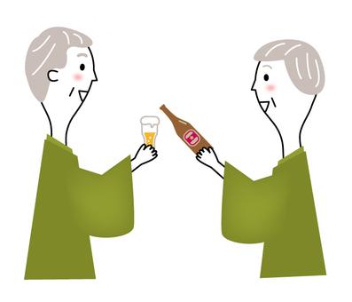 年長的夫婦喝啤酒_線條畫