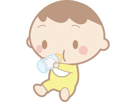 아기 우유를 마시는
