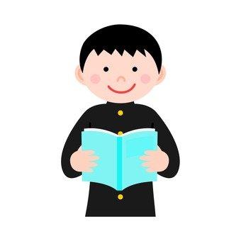 男孩讀一本書