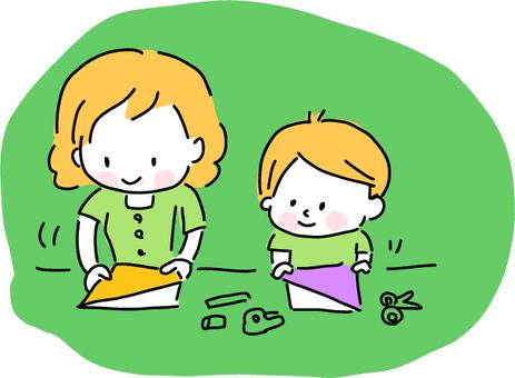 夏休みに折り紙や工作をする親子