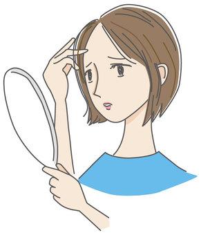 關心變薄頭髮的婦女
