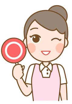 A woman who makes a circle