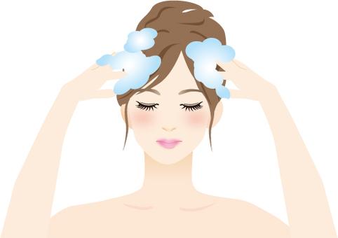 A woman to shampoo
