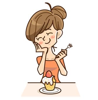 一個女人在吃蛋糕