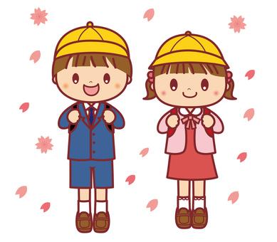 入学式 小学校 男の子と女の子