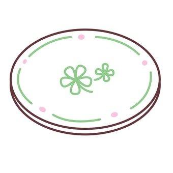 Clover pattern dish