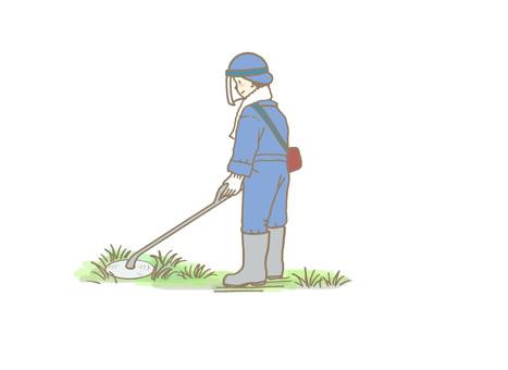 草刈りをするひと(青い作業服)