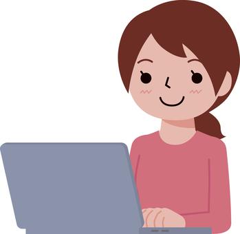 筆記本電腦的女人