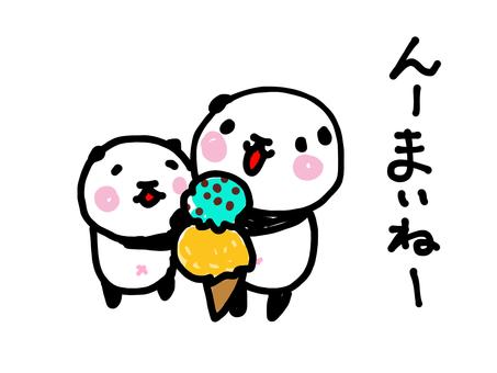 아이스크림을 먹는 팬더