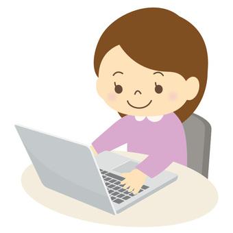 パソコンを使う子供-02