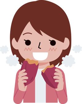 군 고구마를 먹는 여자