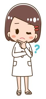 고민하는 여성 간호사