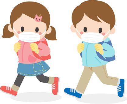 戴著面具去學校