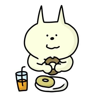 도너츠를 먹는 고양이