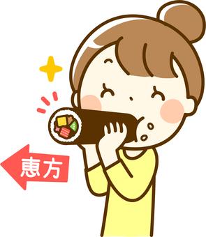 A woman facing Ebisu at Setsubun and eating heavy rolls
