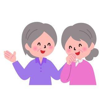 笑顔のおばあさん二人