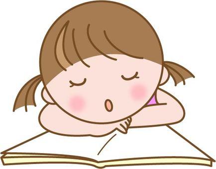 本を読みながらうたた寝する子供