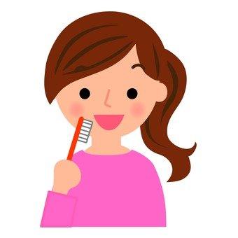 Women who brush their teeth