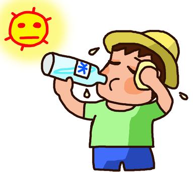 熱中症にならないように水分補給をする子供