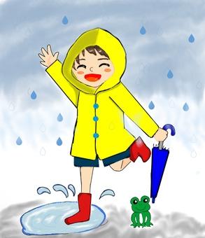 男孩在雨中玩