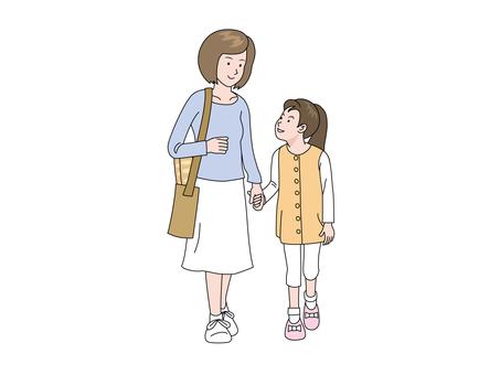 一個走在路上的女孩和一位媽媽