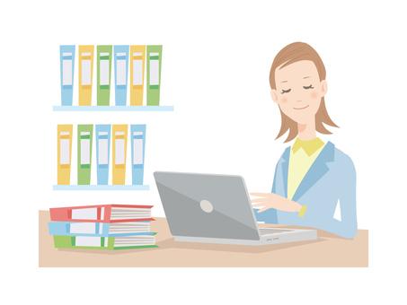 사무실에서 일하는 여성 _ 노트북을 사용