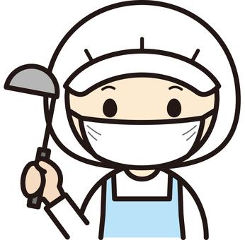 マスクをつけた女性調理員