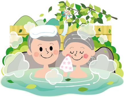 清新綠色夏季戶外浴家庭溫泉老人岩浴