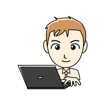 ブログ向け-PCと茶髪男性 笑顔で作業