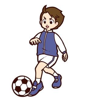 サッカーボールを追いかける男の子
