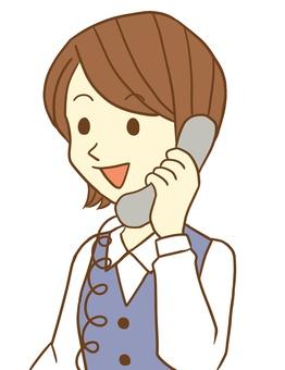 電話をする女性会社員