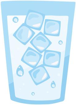 ラフなタッチの氷水コップ