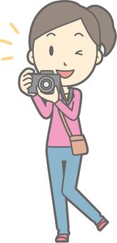 女遊客青年一 - 相機 - 全身
