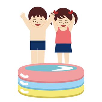 비닐 수영장에서 기뻐 어린이