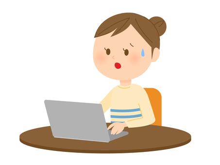 婦女使用筆記本電腦4