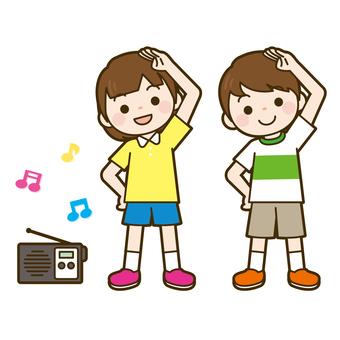 孩子們做廣播練習