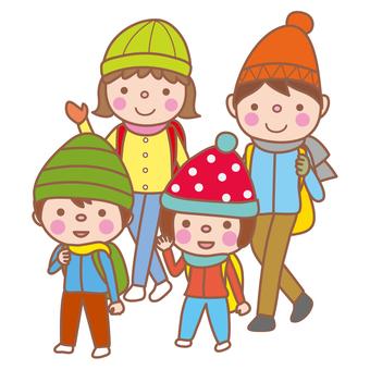 和父母和孩子一起爬山