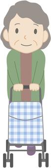 高齢女性歩行者2