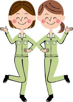 소개 안내 요원 녹색 여성 2 명 스마일 전신