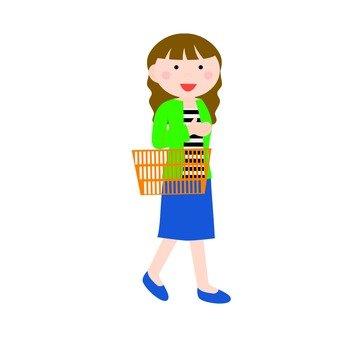 在超市購物