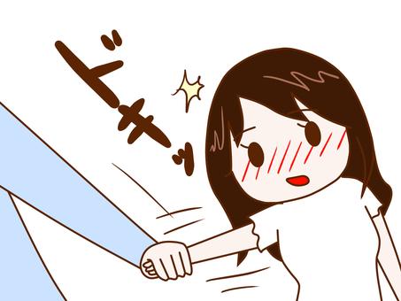 ふいに手を引かれてドキっとする女性