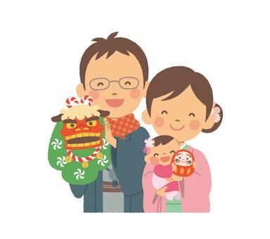 3人家族 晴れ着 半身 縁起物を持つ