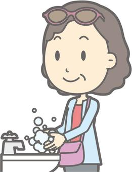 女遊客中年人手洗 - 胸圍