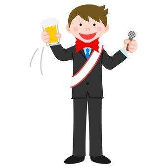 男子用啤酒杯和麥克風的雙手