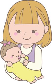 아기에게 우유를주는 엄마