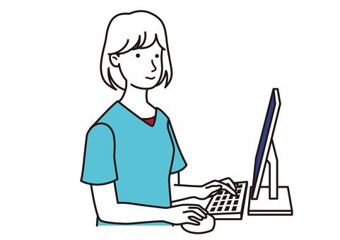 使用個人計算機的女人