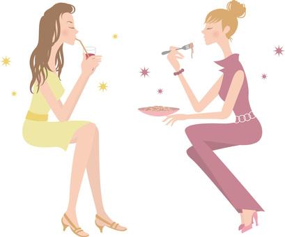 2 женщины / время в кафе